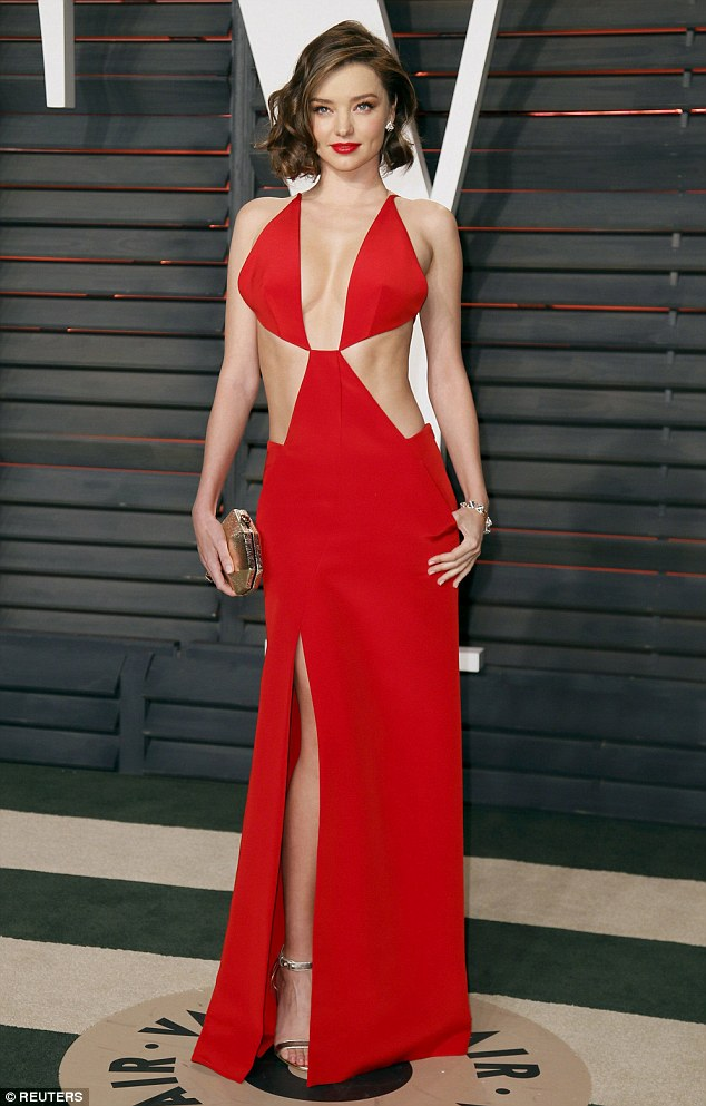 31af265500000578-3469028-red_hot_miranda_kerr_showed_off_plenty_of_flesh_in_a_dazzling_sc-m-90_1456737639970