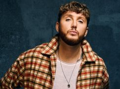 O James Arthur μοιράζεται το νέο single «Falling Like The Stars»